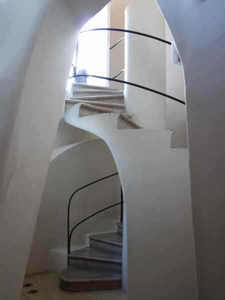 Circular stairs to the roof