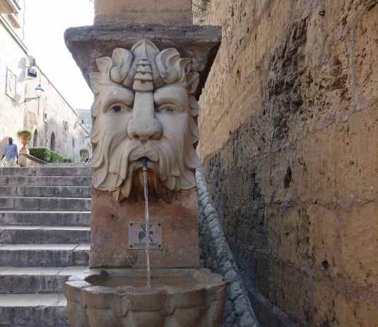 The steps up to the cathedral and palace had water fountains at each landing.
