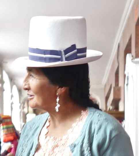 This woman had a true sense of style and carried off the look beautifully with her imposing Panama hat.