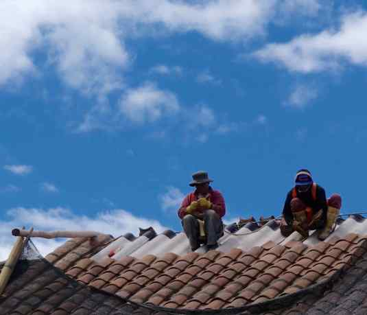 We don't think most pedestrians noticed the roofers, high up on a building facing the Plaza de San Francisco in Quito. What a commanding view of the plaza and city they must have had!