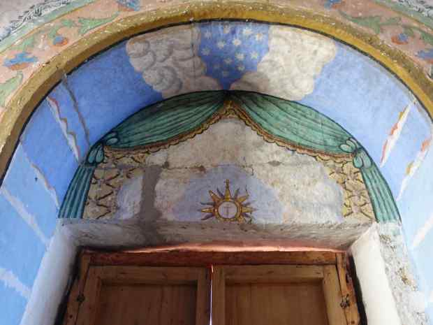 Frescoes decorated a number of the archways.