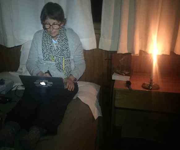 By candlelight every night, we uploaded all the photos we took that day to the MacBook Air.